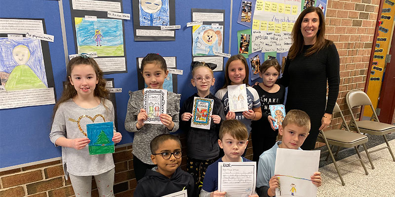 Second Graders Create Holiday Cards for Police Officers